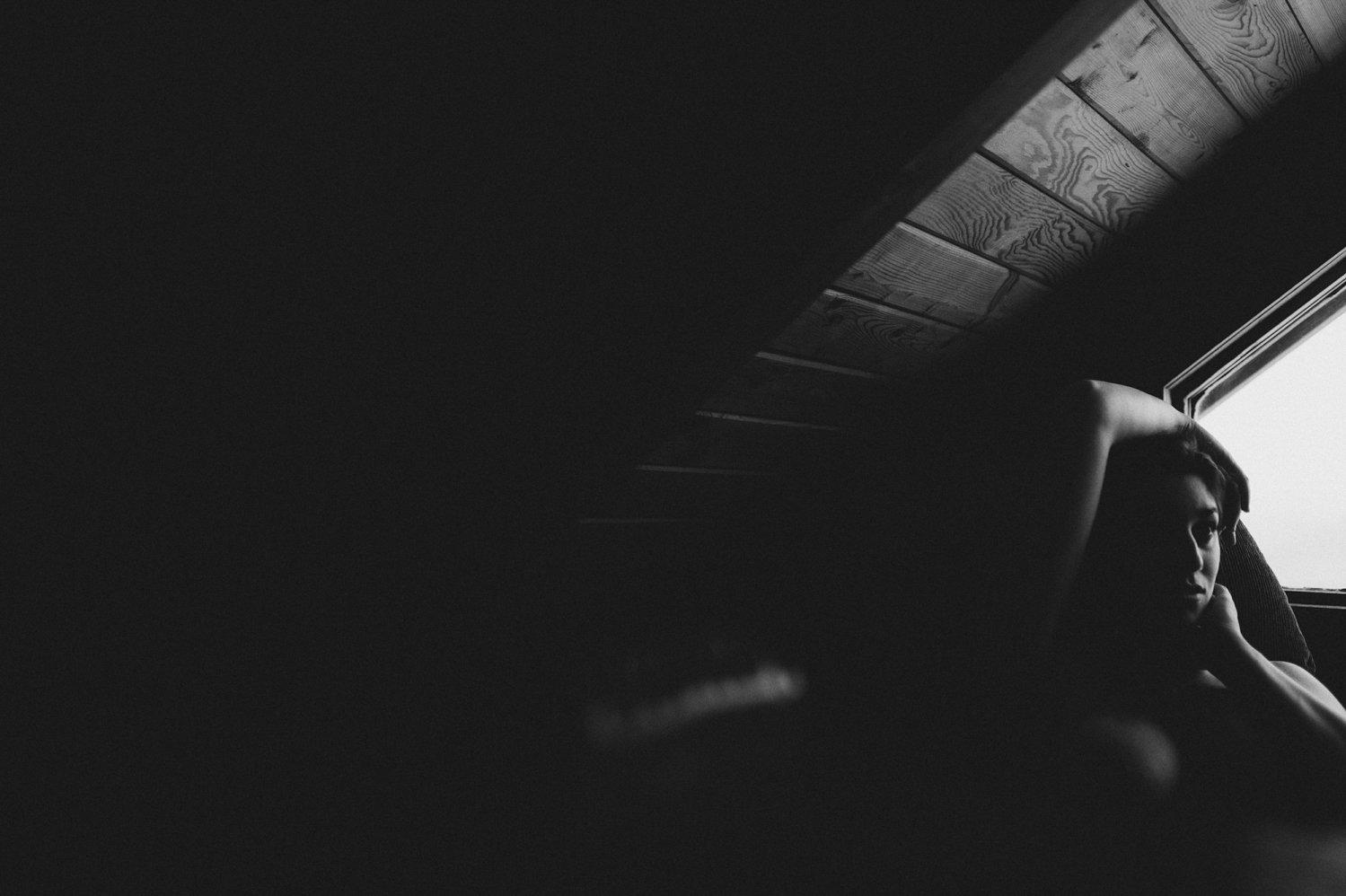 Black and white fine art nude - creative London boudoir photographer - alternative boudoir photography London © Babb Photo