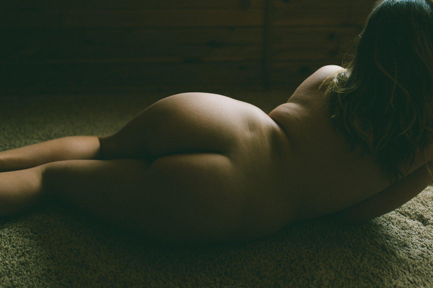Natural curves life model fine art nude - creative London boudoir photographer - alternative boudoir photography London © Babb Photo