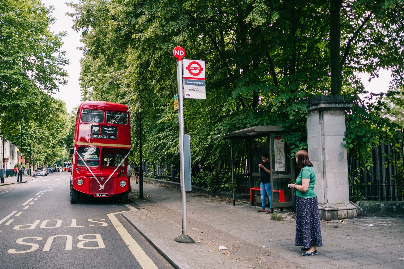 Reportage brockwell lido wedding photos london bus