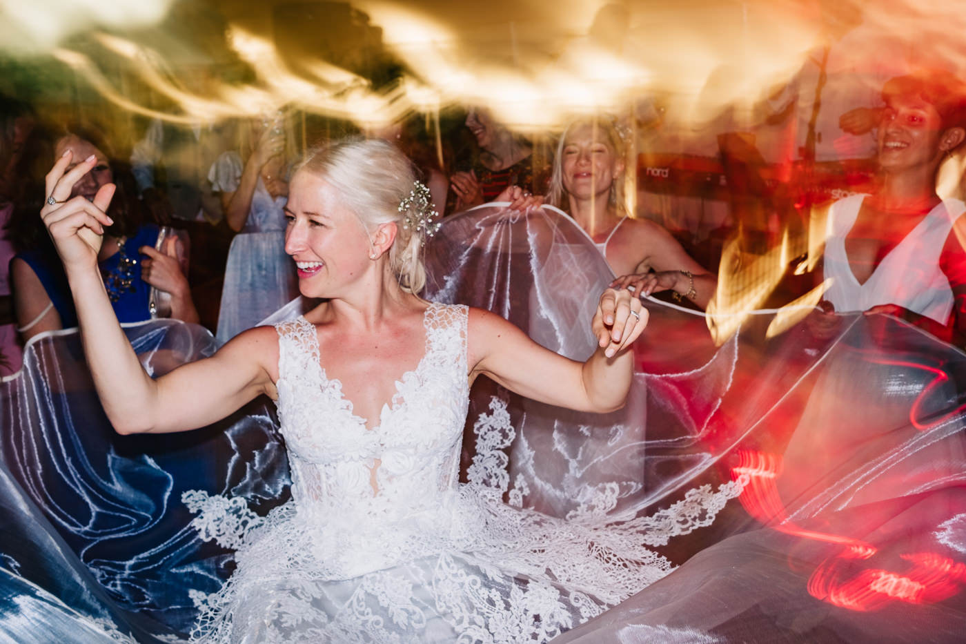 bride partying to wedding smashers djs