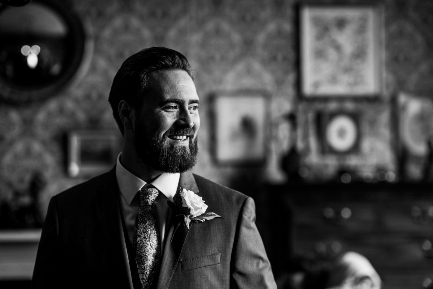 Groom portrait Homme house wedding photography